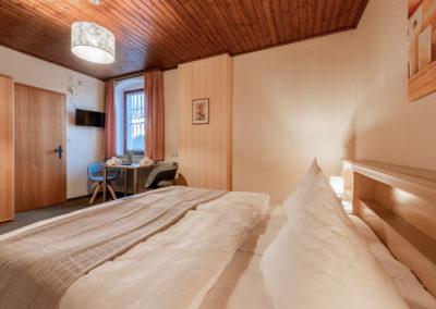 Landgasthof-Schicker-Doppelzimmer-010-
