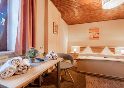 Landgasthof-Schicker-Doppelzimmer-011-